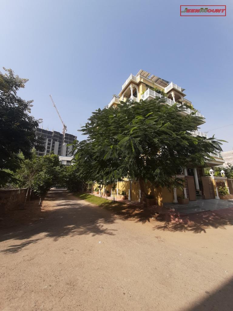 Jeenmount Hotel Area View